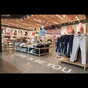 LOOKING TO BUY CLOTHING LOTS!/BUNDLES👚👗👖